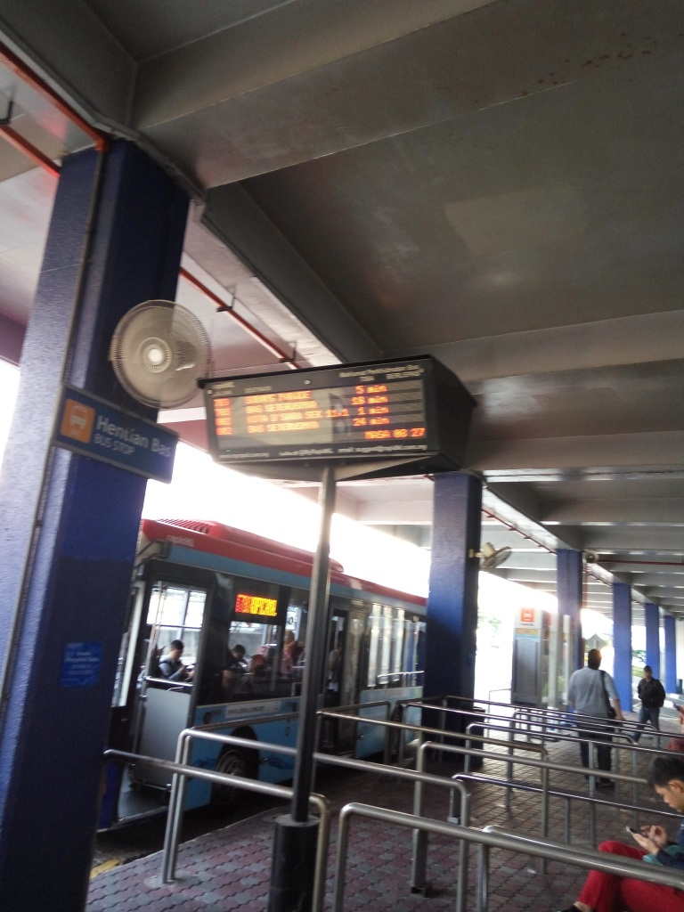 The information on the LED signboard at Kelana Jaya LRT interchange is not an accurate reflection on the buses available on the ground!